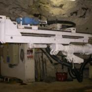 Utilisation d'une foreuse dans une mine